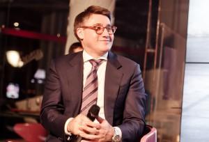 Арсен Балаян ведет презентацию аудиокниги об истории BMW