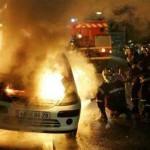 Во Франции в Новый год сожгли почти 1200 автомобилей