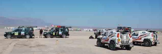 Автомобили Race2Recovery на бивуаке
